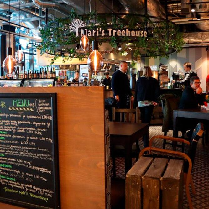 Maris Treehouse viihtyisä kahvila Triplassa